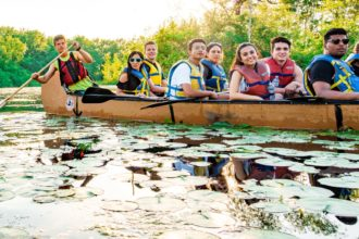 Voyageur canoe tour in Toronto islands.
